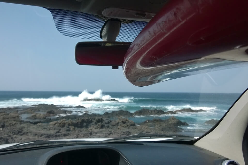 Šiaurėje vėl pataikėme ant vėjo. Bangos geros, bet daug malonumo irkluotis prieš vėją čope nėra.