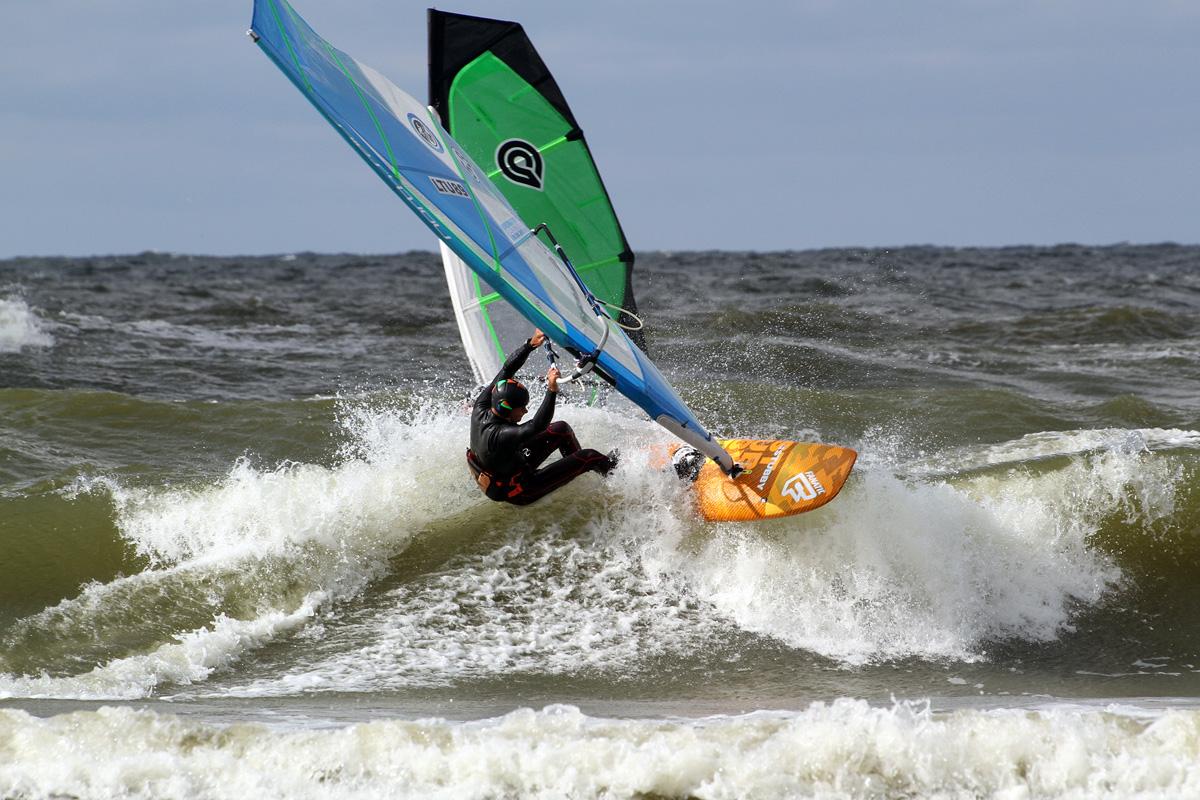 Stubis gerai raižo nedideles Šventosios bangas. Net ir nuožulnios bangos užtenka įsibėgėjimui, apatiniam posūkiui ir užkirtimui. Lenta nesustoja pakeliui į bangos viršūnę.