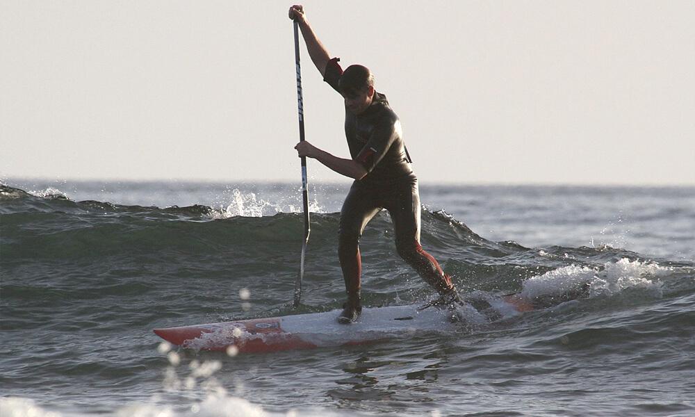 Išsiirklavimo nuo bangos stovėsena. Stovima ant priekinės kojos, galinė koja remiasi tik didžiuoju pirrštu.