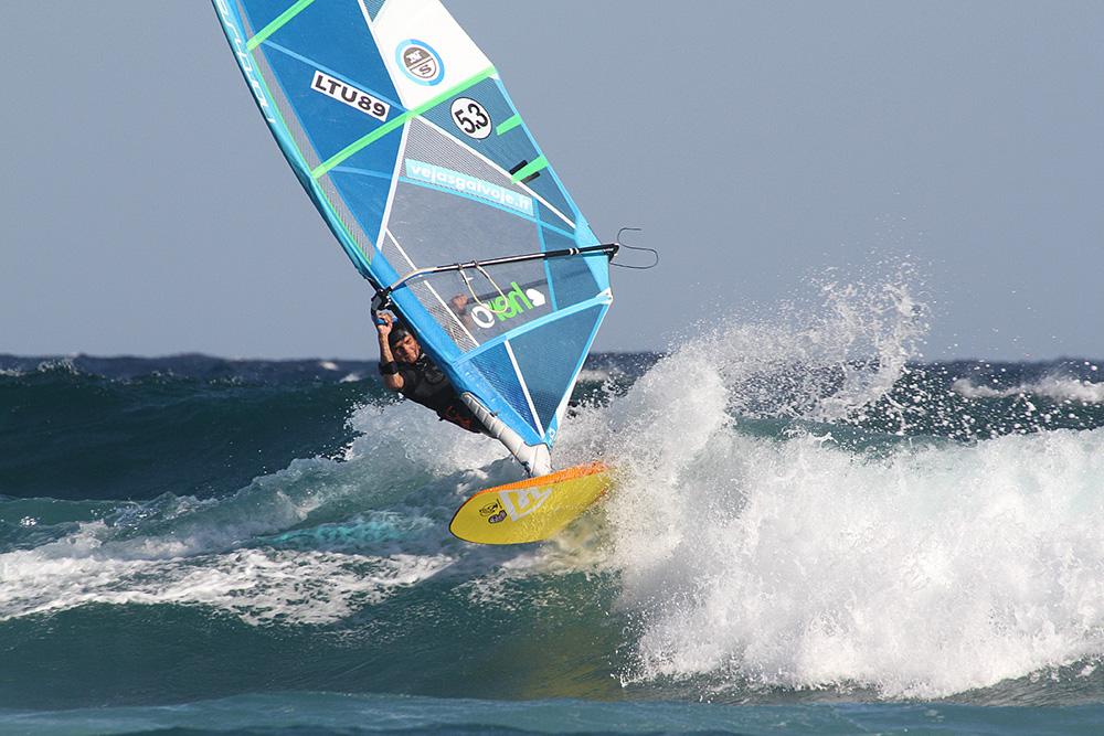 Buriavimui burlente yra trys spotai - lygaus vandens, vidutinių ir didelių bangų.