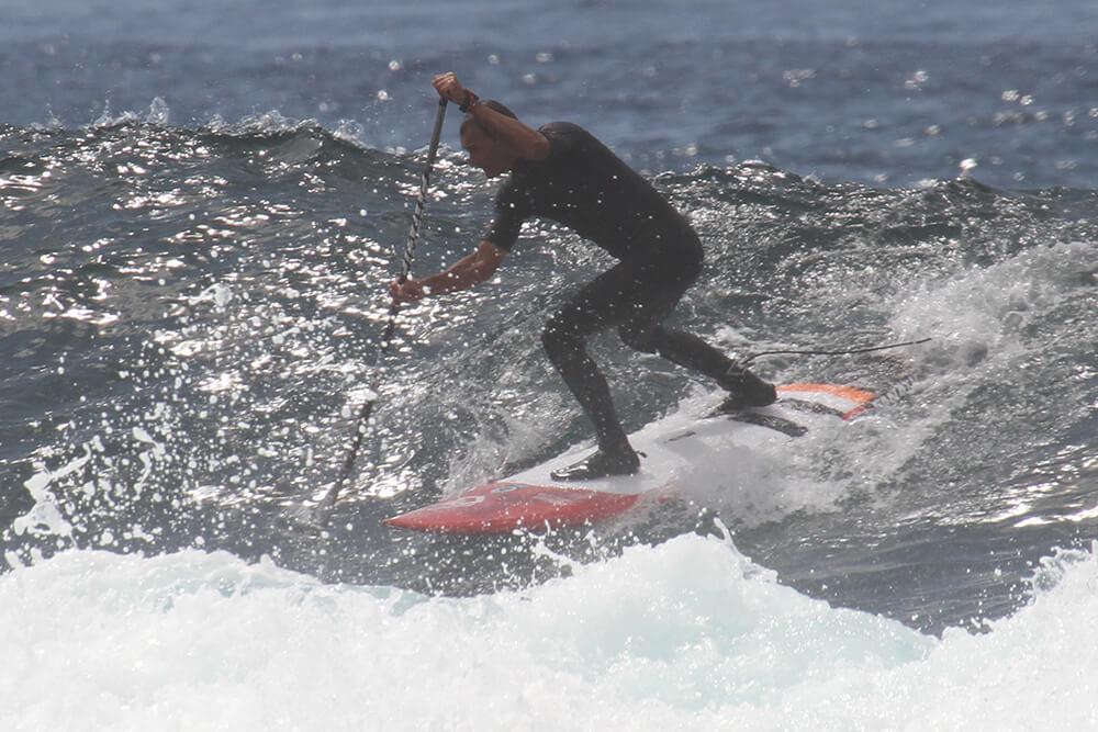 Bangos ėmimas yra stresas. Net išmokus tobulai irkluoti lygiame vandenyje bangose išlenda brokas. Tai rankos sulinksta, tai nugara, vietoj taisyklingo greitėjimo ilginant yrį gaunasi greitatapšnis.