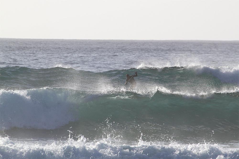Bangose pagrindinis iššūkis irkluojant yra ne pačios bangos, bet vėjo keliamas chopas.