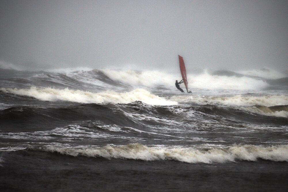 Kartais atrodo, kad nusileidus nuo bangos atsiremsi į kitą bangą. Dažniausiai taip tik atrodo. Vietos apatiniam posūkiui tikrai pakanka.